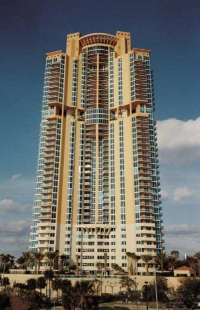 <strong>Portofino Tower Miami Trani Biancone</strong><br><br>