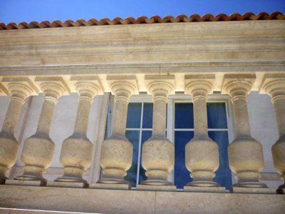 <strong>Villa privata Costa Azzurra dettaglio balaustre Perlatino Bianco</strong><br><br>